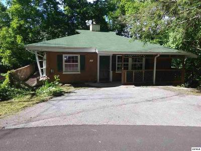 Gatlinburg Single Family Home For Sale: 537 Cherry St