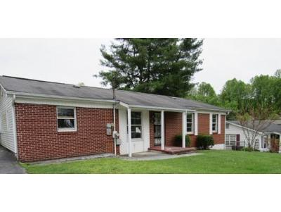 Bristol Single Family Home For Sale: 198 Coventry Ct