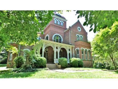 Jonesborough Single Family Home For Sale: 725 Depot Street