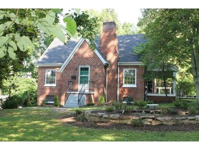 Bristol Single Family Home For Sale: 104 Crossway Road