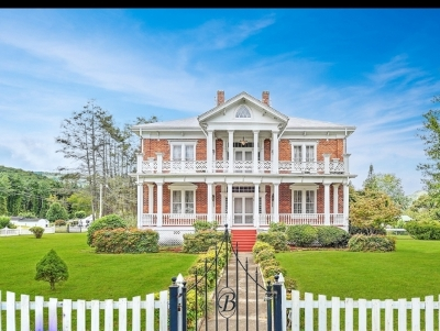 Hampton Single Family Home For Sale: 206 Main St. (The Butler Mansion)