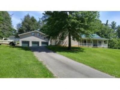 Jonesborough Single Family Home For Sale: 135 Whispering Pines Rd