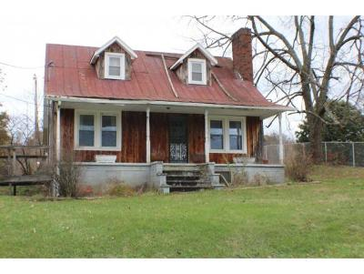Single Family Home For Sale: 455 Pickens Rd.