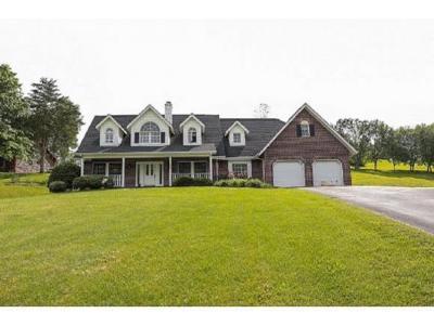 Elizabethton Single Family Home For Sale: 725 Quail Hollow Dr