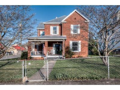 Bristol Single Family Home For Sale: 204 Oak