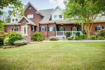 Single Family Home For Sale: 450 Woodcrest Drive