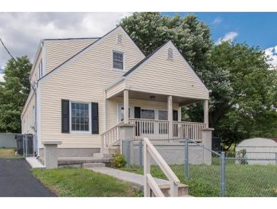 Bristol Single Family Home For Sale: 937 Barker Street