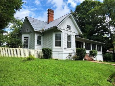 Newport Single Family Home For Sale: 160 Clifton Heights Rd