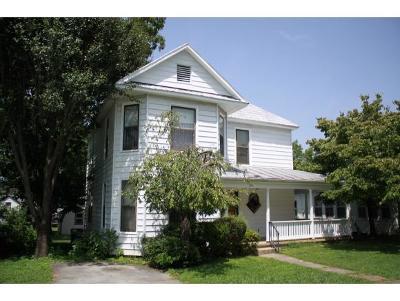 Single Family Home For Sale: 104 West Poplar Street