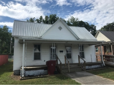Single Family Home For Sale: 405 Hamilton Street