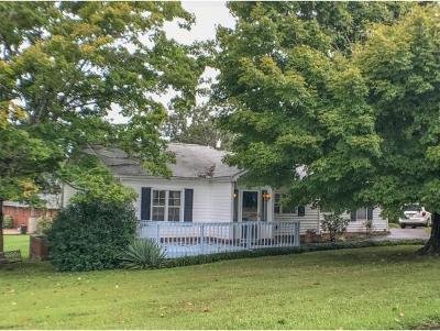 Single Family Home For Sale: 221 N Hobbs Rd