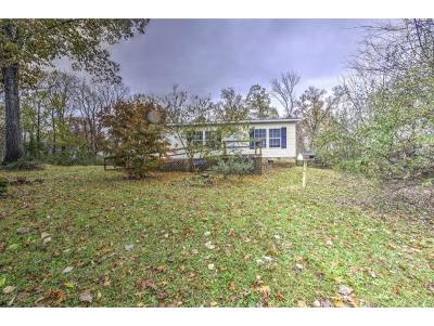 Newport Single Family Home For Sale: 332 Wild Acres Drive