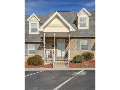 Condo/Townhouse For Sale: 905 Milton Court #905