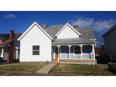 Bristol Single Family Home For Sale: 943 Hill Street