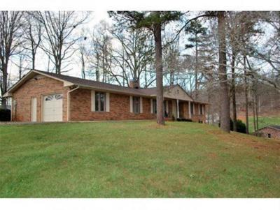 Kingsport Single Family Home For Sale: 302 Whitehaven Dr