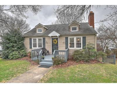 Bristol Single Family Home For Sale: 21 Carson Lane