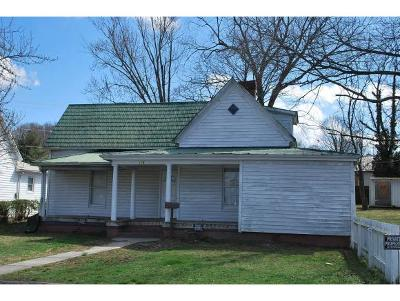 Single Family Home For Sale: 110 E. Pine Street