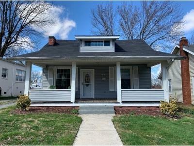 Single Family Home For Sale: 104 W Chestnut Street
