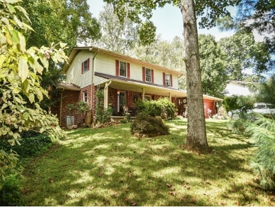 Single Family Home For Sale: 109 Pine Court