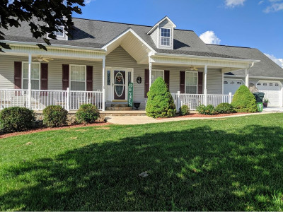 Greeneville Single Family Home For Sale: 105 Maple Crest
