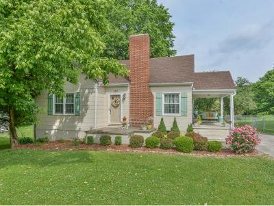 Single Family Home For Sale: 198 School Ave