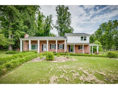 Bristol Single Family Home For Sale: 201 Robin Rd
