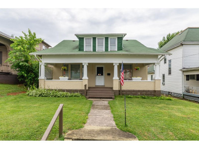 Bristol Single Family Home For Sale: 225 Oak Street
