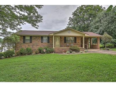 Single Family Home For Sale: 810 Meadowbrook Rd