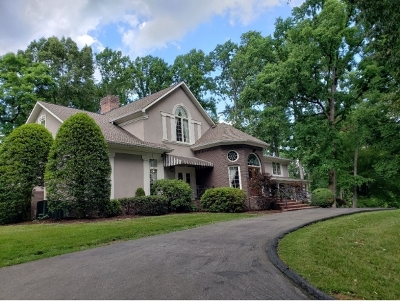 Bristol Single Family Home For Sale: 401 Green Hill Road