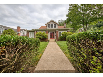 Bristol Single Family Home For Sale: 529 Euclid Ave