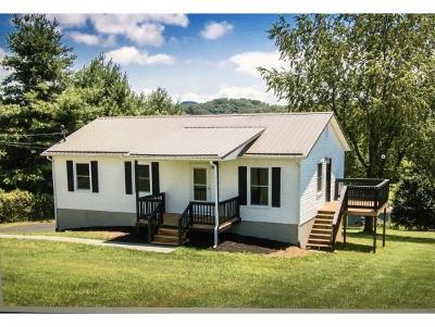 Bristol Single Family Home For Sale: 77 Ridgecrest Rd