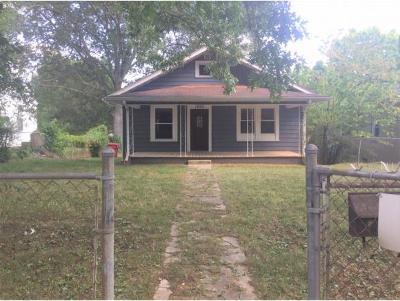 Single Family Home For Sale: 1902 E Unaka