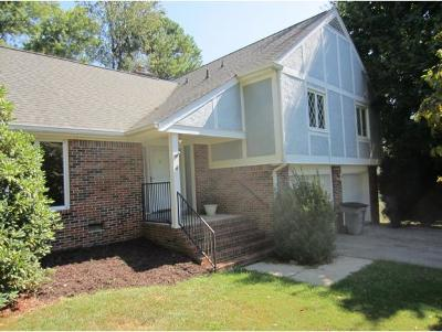 Bristol Single Family Home For Sale: 212 Melody Lane