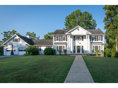 Bristol Single Family Home For Sale: 104 Meadowcrest Dr