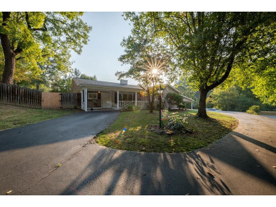Bristol Single Family Home For Sale: 201 Sleepy Hollow Road