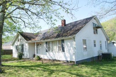 Gainesboro Single Family Home For Sale: 623 Hospital Drive