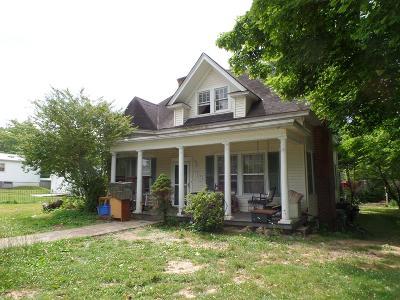 Livingston Single Family Home For Sale: 411 E Henson Street