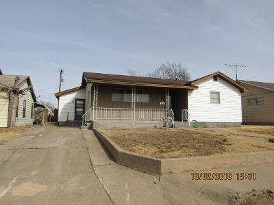Borger Single Family Home For Sale: 1302 Davis St