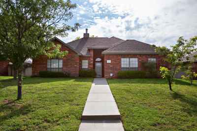 Single Family Home For Sale: 6207 Travis St