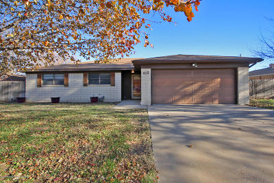 Fritch Single Family Home For Sale: 415 Mustang St