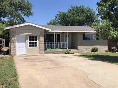 Borger Single Family Home For Sale: 203 Garrett St