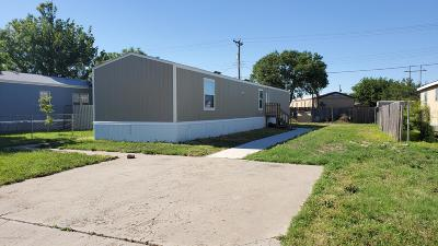 Mobile Home For Sale: 2119 Pioneer Ln