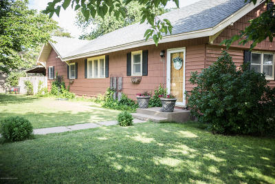Claude Single Family Home For Sale: 301 Cherry St