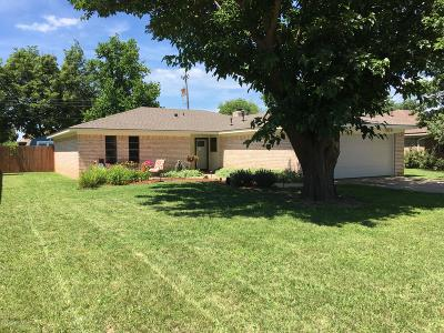 Fritch Single Family Home For Sale: 320 Mustang St