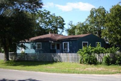 Refugio County, Goliad County, Karnes County, Wilson County, Lavaca County, Colorado County, Jackson County, Calhoun County, Matagorda County Single Family Home For Sale: 301 Magnusson