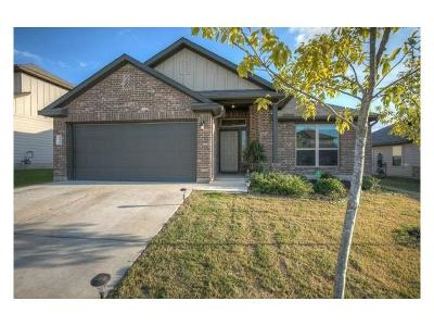 Hays County Single Family Home For Sale: 136 Painted Desert Ln