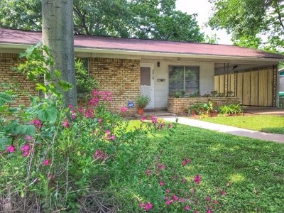 Travis County Single Family Home For Sale: 5910 Sunshine Dr