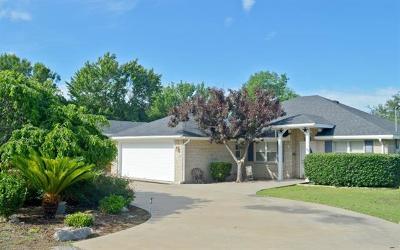 Burnet County Single Family Home For Sale: 113 Bobolink St