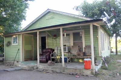 Lockhart Single Family Home For Sale: 507 Neches St