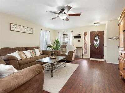 Hutto TX Single Family Home For Sale: $239,000